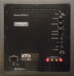 Am Subwoofer gibt es getrennte Pegelregler für die Cinch- und Lautsprecherpegel-Eingänge. Die Tiefpass-Weiche lässt sich abschalten und mittels Zusatz-Filter kann man den Sub an die Raumakustik anpassen.