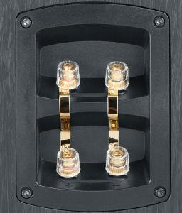 Nimmt man die Metallbrücken heraus, lassen sich Tiefton- und Mittelhochton-Abteilung der Teufel-Frontboxen getrennt ansteuern.