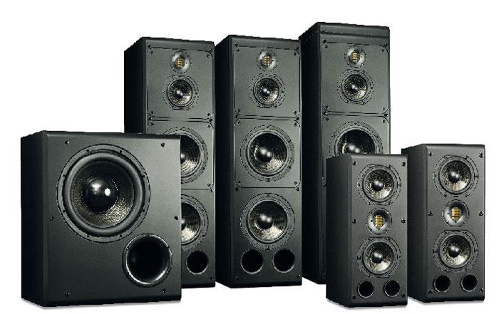 Als Lautsprecher für Festinstallationen outen sich die ADAM-Boxen mit ihrer einfachen Folienoberfläche und funktionsorientierten Formgebung. Verarbeitet sind sie allerdings exzellent.