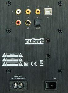 Vielfältig einsetzbar: Der Link-Ausgang dient zum Anschluss weiterer NuPro-Boxen, der USB-Eingang zum Anschluss eines PCs.