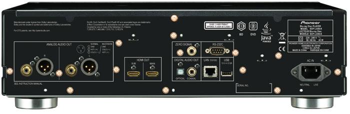 Blu-ray für Profis: Der Pioneer gibt Analog-Ton auch symmetrisch via XLR aus. Die beiden HDMI-Ausgänge lassen sich gleichzeitig oder unterteilt in Video und Audio nutzen.