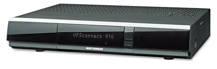 Der in Schwarz und Silber erhältliche Sat-Receiver macht mit Matrix-Display einen hochwertigen Eindruck. Hinter der Klappe verbergen sich zwei CI-Slots, Conax-Leser, USB- und SD-Eingang.