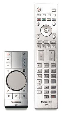 Ohne Gyrosensor: Der Touchpad-Controller erkennt keine Handbewegungen, er reagiert ausschließlich auf Berührungen. Zusätzlich liegt dem Panasonic XW 944 eine normale Fernbedienung bei.
