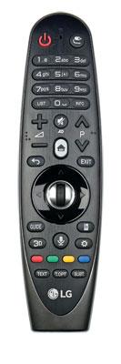 Aus zwei mach eins: LG kombiniert die Magic Remote und den klassischen Signalgeber in einem Gehäuse. Das Steuerkreuz mit dem Scrollrad sitzt etwas tief.