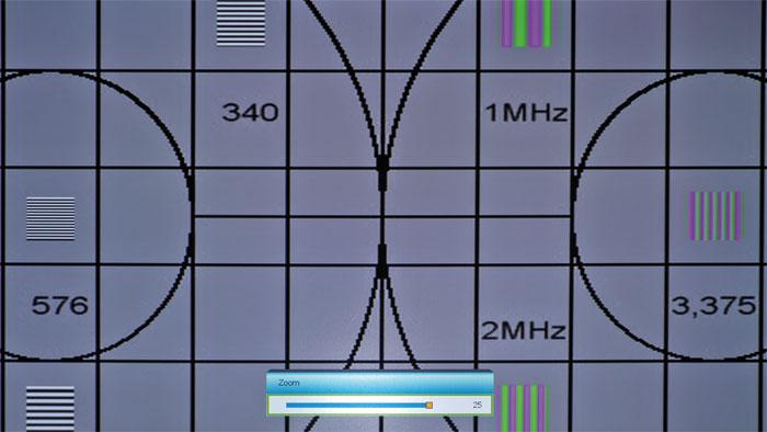 Flexibler Digitalzoom: Der Optoma GT 1080 kann den Bildinhalt fünfstufig verkleinern oder er zoomt in 25 Stufen sehr weit in das Bild hinein.