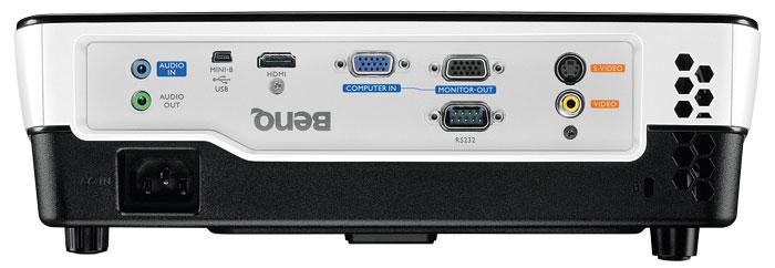 Einsteiger-DLP: Der Benq bietet nur einen HDMI-Eingang und keine analogen YUV-Schnittstellen. Der integrierte Zehn-Watt-Lautsprecher ist bei mobilen Einsätzen hilfreich, klingt im Heimkino aber zu blechern und dünn.