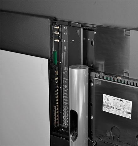 Ohne AV-Receiver: Der BeoVision Avant 55 arbeitet perfekt mit Lautsprechern von B&O zusammen. Auf analoge AV-Anschlüsse wird verzichtet, dafür gibt es sechs HDMI-Eingänge.