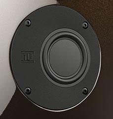 Den BMR-Treiber lässt Nubert exklusiv für sich fertigen. Er wird als Mitteltöner eingesetzt und arbeitet dort im so genannten Distributed Mode.