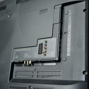 Anders als von Panasonics bisherigen Reference-TVs gewohnt, kommt der TX-55 CXW 754 mit einem Rücken aus Kunststoff und lediglich drei HDMI-Eingängen daher.