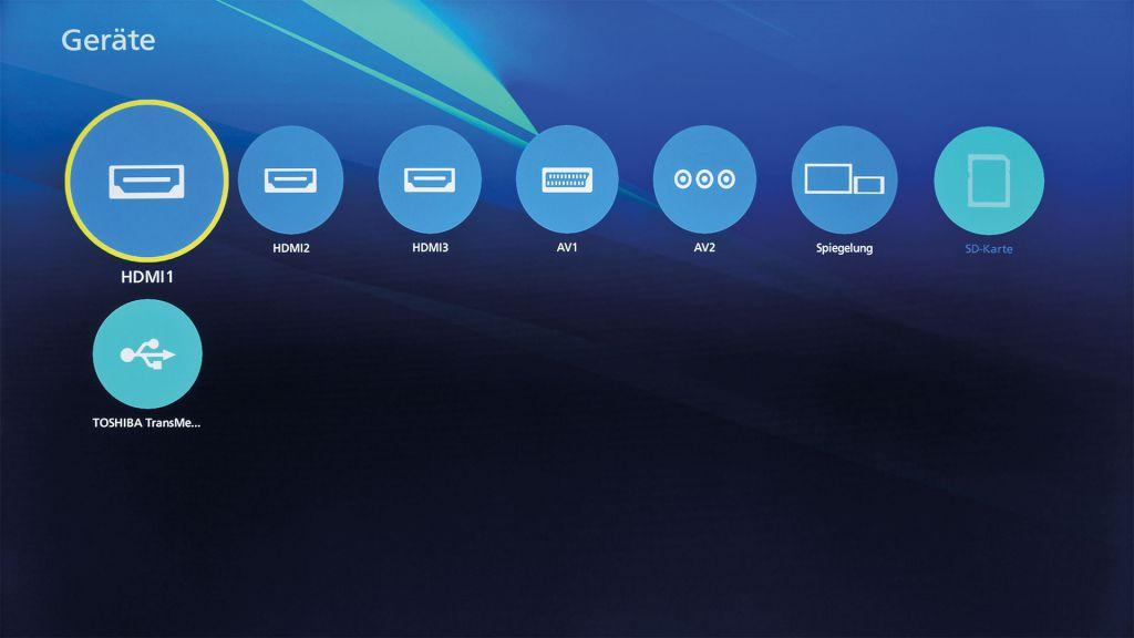 Vorbildlich: In Panasonics Geräteübersicht erscheinen nicht nur die Video- respektive HDMI-Quellen, sondern auch die verbundenen Speichermedien und Mobilgeräte.