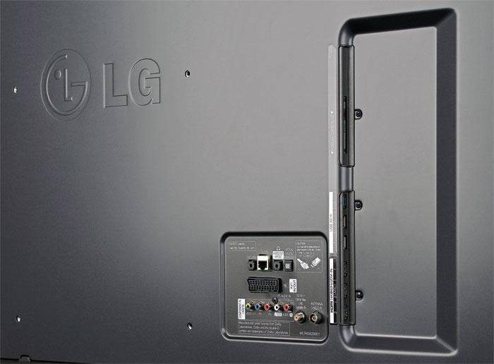 Auch für große Hände geeignet: Das Anschlussfeld des LG 49 UF 8509 ist gut zugänglich. Ein vierter HDMI-Eingang und ein Twin-Tuner hätten aber nicht geschadet.