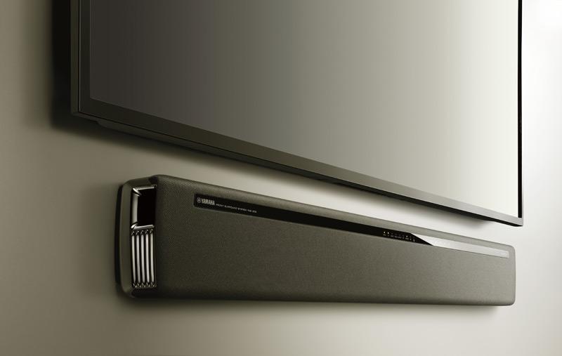 Auch an die Wand unter einen Fernsehr montiert man die Yamaha YAS-306 eine gute Figur.