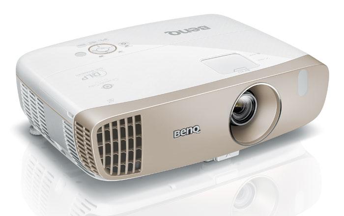 Nur 1.300 Euro kostet der kleine Bruder BenQ W2000, der etwas weniger Lichtleistung und Kontrastumfang mitbringt.