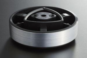 """Vibrationshemmend: Die Standfüße, von Pioneer als """"Anti-Standing-Waves-Insulators"""" bezeichnet, sollen das Übergreifen von Vibrationen auf das Gerät verhindern."""