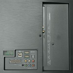 Eingeschränkt konkurrenzfähig: Das Hisense-Flaggschiff besitzt weder einen Twin-Tuner noch USB 3.0. Zwei HDMI-Eingänge nehmen 4K-60p-Signale entgegen.