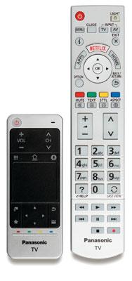 Die Haupttasten der großen Fernbedienung leuchten auf Knopfdruck rot, der Touchpad-Controller reagiert auf sanfte Berührungen – einen Gyrosensor verbaut Panasonic leider nicht.