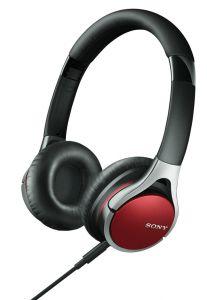 Sonys Kopfhörer ist in drei Farben erhältlich. Auf Reisen lassen sich die Muscheln einklappen.