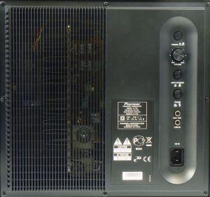 Der Pioneer-Subwoofer bringt nur die fürs Heimkino essentiellen Anschlüsse und Einstellregler mit. So sucht man einen Tiefpass-Filter vergebens.