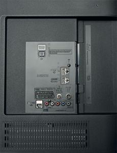 Der CSW 524 verfügt über nur zwei HDMI-Eingänge und einen USB-Port. Zudem wirkt der Kunststoff nicht gerade hochwertig.