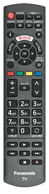 Dienst nach Vorschrift: Die Fernbedienung des Panasonic TX-55 CSW 524 bietet keine besonderen Funktionen. Am Cursorfeld geht es recht eng zu, so dass man gelegentlich die falsche Taste erwischt.