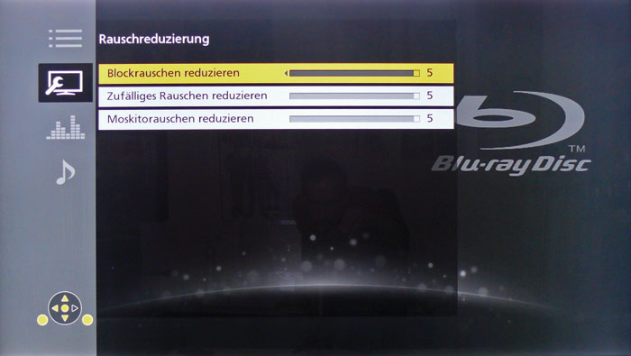 """Zur Rauschreduzierung verfügt der Panasonic über drei Regler, die analoges Rauschen (""""zufälliges Rauschen"""") und Kompressionsartefakte beheben sollen."""