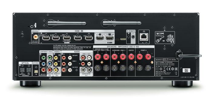 Reichhaltig: Zwei Antennen für Bluetooth und WLAN sorgen für sicheren Drahtlosempfang. Mit sechs HDMI-Eingängen und zwei HDMI-Ausgängen ist der Sony gut bestückt, den Kopierschutz HDCP 2.2 gibt es aber nur an jeweils einer der Buchsen. Ein Phono-Eingang fehlt, vier analoge Cinch- und drei S/PDIF-Eingänge reichen für die meisten Heimkinos.