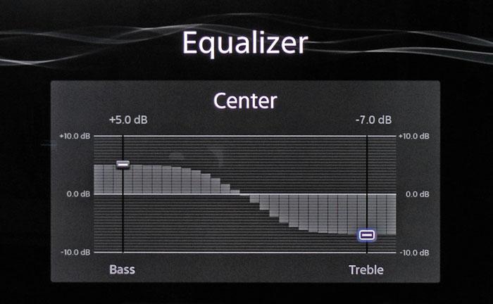 Der rudimentäre Equalizer umfasst Bass- und Höhenregler, die sich separat je Boxengruppe einstellen lassen.
