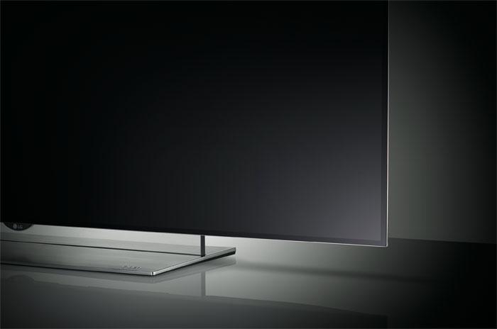Auf die Linie geachtet: Das extrem schlanke Design mit transparenter Plexiglas-Leiste am Standsockel macht den OLED-Fernseher von LG zum Blickfang.