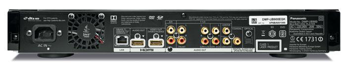 Starke Leistung: Der Panasonic DMP-UB 900 kann die zweite HDMI-Buchse einzig für den Ton nutzen oder mit Full-HD-Videosignalen belegen; die HDR- und 4K-Wiedergabe ist dann aber auch beim Main-Ausgang gesperrt. Als Highlight steht sogar analoger Mehrkanalton zur Verfügung. Der Lüfter bläst die Abluft nahezu unhörbar aus dem Gehäuse.