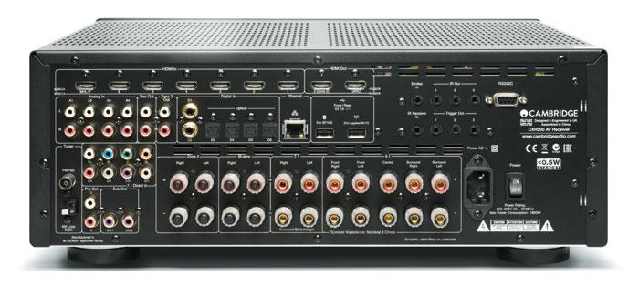 Gut bestückt: Der Cambridge Audio CXR200 besitzt elf Lautsprecherklemmen, von denen maximal sieben zeitgleich aktiv sind. Eine Seltenheit ist der 7.1-Eingang, Pre-outs gibt es nur für die Frontboxen, zwei Subwoofer und Zone 2. Digitale wie analoge Eingänge sind ausreichend vorhanden, eine Phono-Platine fehlt allerdings.