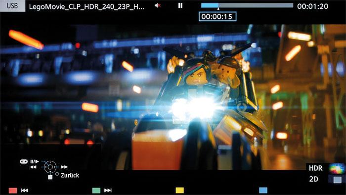 The Lego Movie: Panasonic legte unserem Testgerät einen USB-Stick mit HDR-Inhalten bei. Der hier gezeigte animierte Kinostreifen profitiert von der Bilddynamik, Helligkeit und Farbenpracht des TX-65 DXW 904.