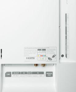 Wegen der fehlenden Kopfhörerbuchse eignet sich der 55 EG 9209 nur bedingt fürs Schlafzimmer. Ansonsten besitzt er alle wichtigen Schnittstellen.