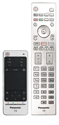 Streichelbedürftig: Der Touchpad-Controller (links) verzichtet nach wie vor auf einen Gyrosensor für die Bewegungssteuerung. Die große Fernbedienung bietet eine dezente Tastenbeleuchtung und fühlt sich dank ihrer Alu-Oberfläche sehr hochwertig an.