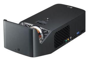 Der nur zwei Kilo schwere PF1000U wirft aus kürzester Distanz ein riesiges Full-HD-Bild an die Wand.