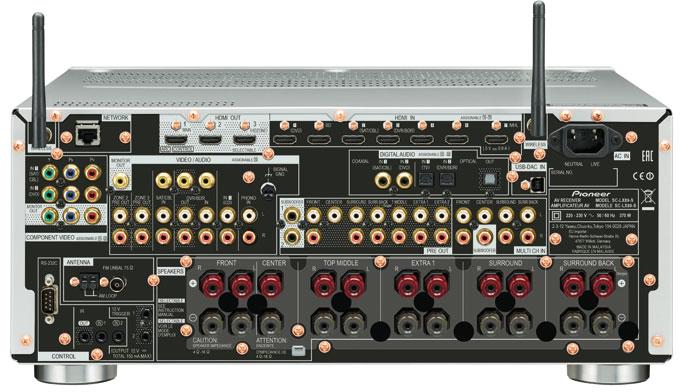 """Im 5.1.4-Betrieb kommen beim Pioneer SC-LX89 die vorderen Höhenboxen an die """"EXTRA 1""""-Klemmen, die hinteren Deckenboxen an die """"SURROUND BACK""""-Terminals."""