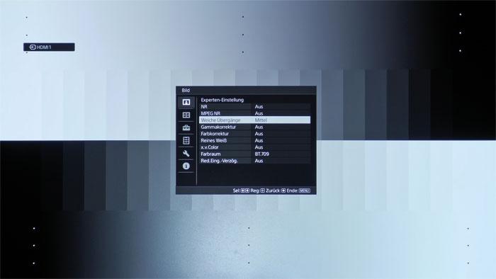 """Experten-Einstellung: Die dreistufige Funktion """"Weiche Übergänge"""" beseitigt grobe Abstufungen im Videosignal und lässt beispielsweise Grauverläufe in Blu-ray-Testbildern eine Klasse feiner erscheinen."""