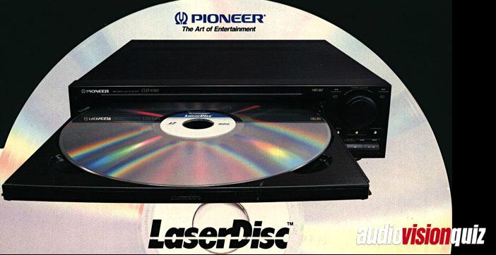 Aber gut, wer damals was auf sich hielt, hatte sowieso keinen Videorekorder, sondern einen hyperexotischen LaserDisc-Player. Wer sich noch an diese silbernen und goldenen Scheiben im LP-Format erinnert, weiß sicher auch, wie das Einzelbild-Format heißt, bei der auf eine LD-Seite nur 30 Minuten Film passen…