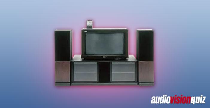 Apropos 16:9 und HD, wann brachte Sony seinen ersten HD-16:9-TV für Endverbraucher auf den Markt, den KW-3600HD? Sündhaft teuer übrigens.
