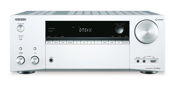 650 Euro: Der in Silber und Schwarz erhältliche Onkyo decodiert Dolby Atmos und per Firmware-Update im Sommer auch DTS:X. Die Front besteht aus Kunststoff, Optik und Anfassgefühl vermitteln trotzdem einen guten Eindruck.