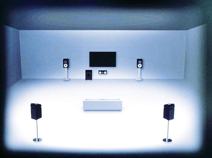 Höhenboxen für Dolby-Atmos-Sound lassen sich an der Decke vorn, mittig und hinten platzieren, Aufsatzboxen auf den Front- und Surround-Boxen (Bild).