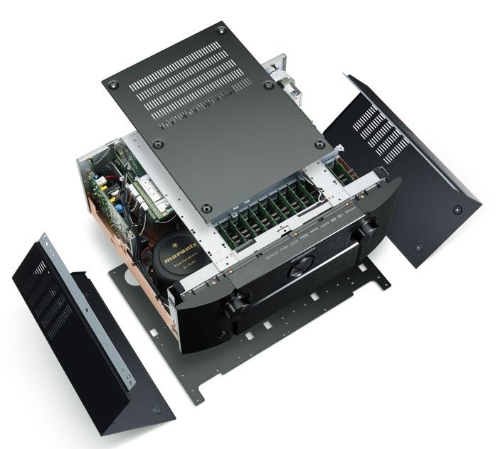 Der Deckel der AV8802A-Vorstufe besteht aus drei Teilen. Das robuste Gehäuse wurde zur besseren Schirmung mit Kupfer veredelt.