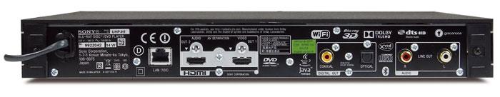 Gut bestückt: Neben zwei HDMI-Ausgängen gibt es je einen koaxialen und optischen Digitalausgang sowie zwei Cinch-Buchsen für Stereo-Ton. WLAN ist integriert.