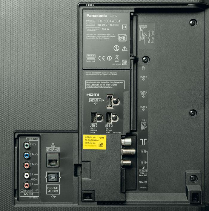 Der Quattro-Tuner ist ein Alleinstellungsmerkmal von Panasonic, wobei es an den Buchsen etwas eng zugeht. Darunter befindet sich die Schnittstelle für die Soundbar.