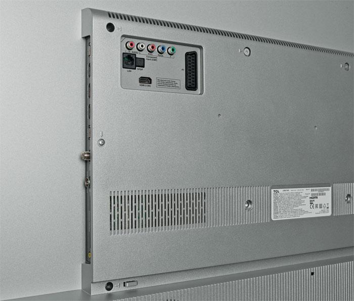 Pannen-Tuner: Der eingebaute Dreifach-Empfänger für Satellit, Kabel und DVB-T2 ist in der Praxis kaum nutzbar. Abhilfe schafft ein externer TV-Receiver, der an einem der drei HDMI-Eingängen (mit HDCP 2.2) Anschluss findet.