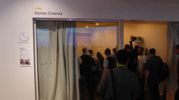 Den UHD-Bildwerfer demonstrierte Sony im eigenen 4K-Home-Cinema, das immer gut besucht war.
