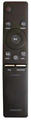 Die Fernbedienung liegt gut in der Hand und besitzt separate Volume-Tasten für Soundbar und Subwoofer.