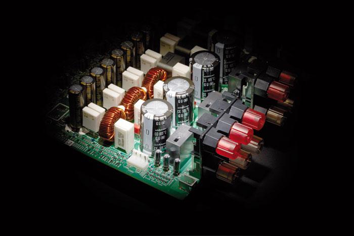 Leistungseinheit: Erstmals verbaut Onkyo Digital-Endstufen in einen neuen AV-Receiver. Gleich elf Stück sorgen im Onkyo TX-RZ3100 für 3D-Sound.