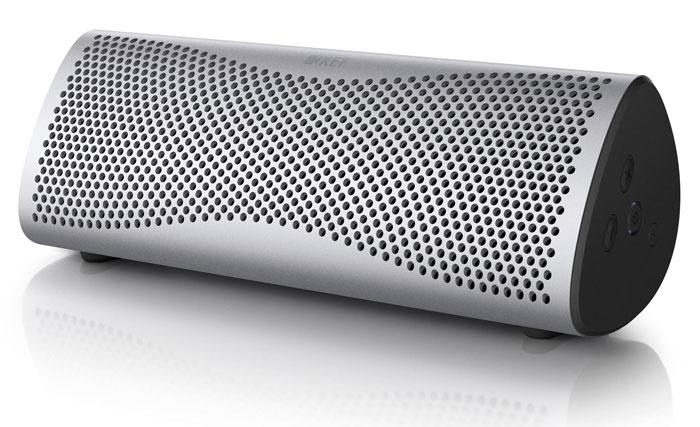 Beim KEF Muo stimmen Verpackung und Inhalt: Das massive Druckguss-Gehäuse beherbergt hochwertige Komponenten und einen Lithium-Ionen-Akku, der erst nach zwölf Stunden wieder geladen werden muss. Zu haben ist der kompakte Bluetooth-Lautsprecher in sechs unterschiedlichen Farben zum Preis von 350 Euro.