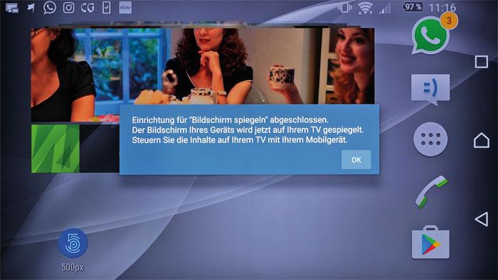 """Smartphone-Display in Groß: Der ZD9 unterstützt die """"Screen Mirroring""""-Funktion, mit der die Inhalte mobiler Geräte auf dem TV-Bildschirm dargestellt werden können."""