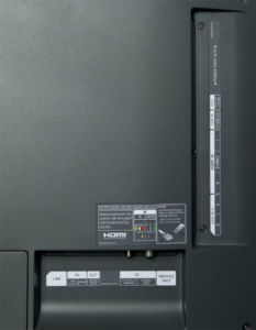 Jetzt wieder mit Miniklinke: Anders als der Vorgänger EG 9209 bietet der C6 einen Anschluss für Kopfhörer. Der vierte HDMI-Eingang und der Doppel-Tuner bleiben den teureren Modellen vorbehalten.